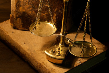 найти хорошего адвоката